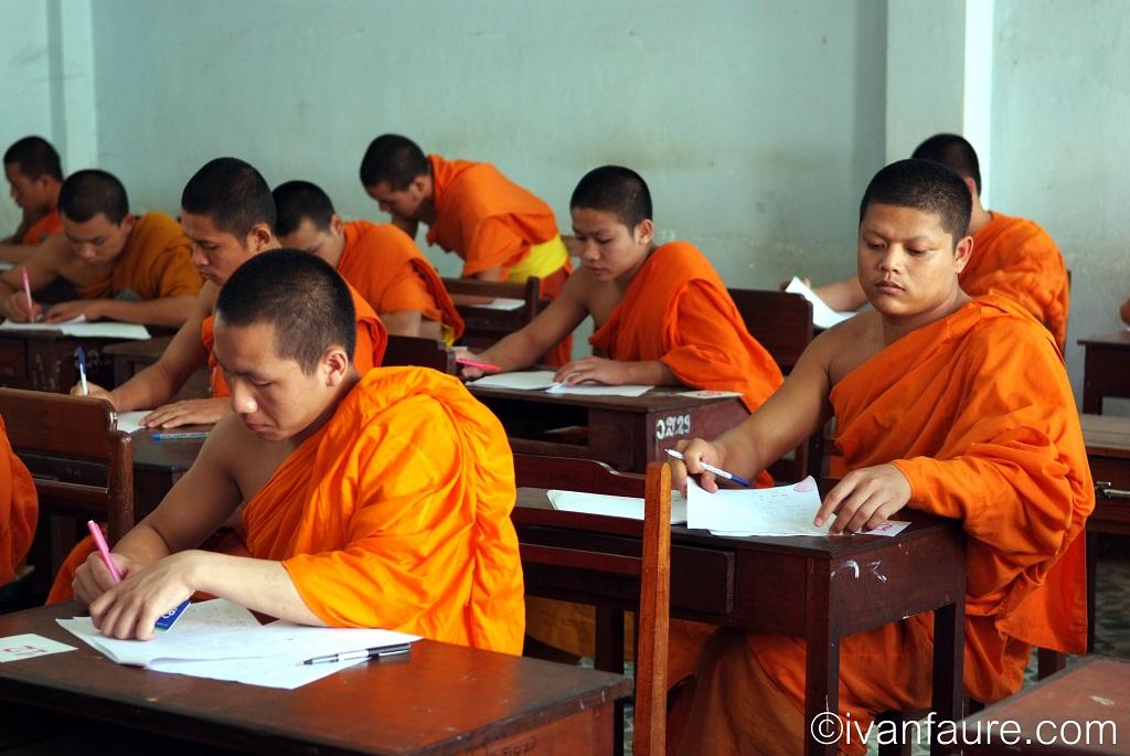 examen monjes viantiane