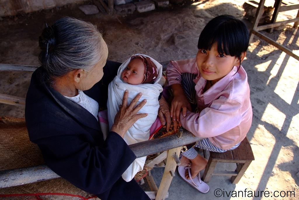 bebe y abuela myanmar