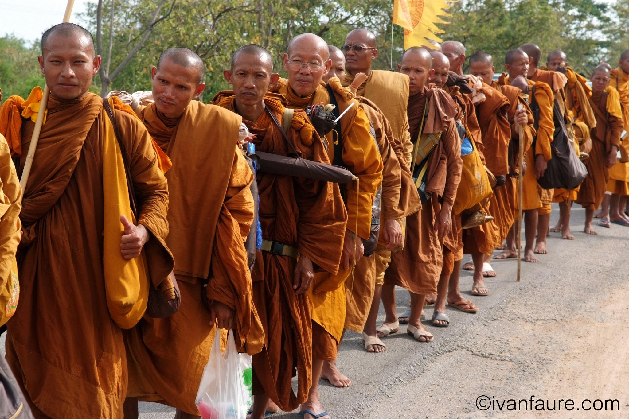 peregrinación monjes budistas
