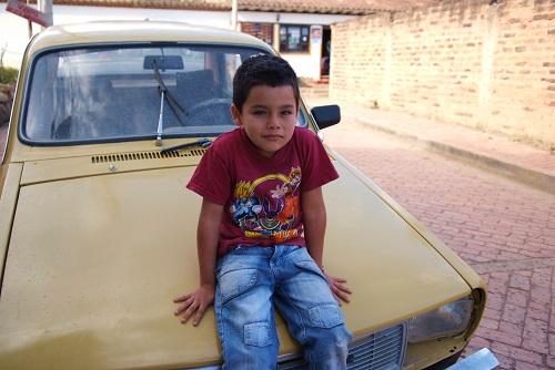 Niño en el coche en VIlla de Leyva