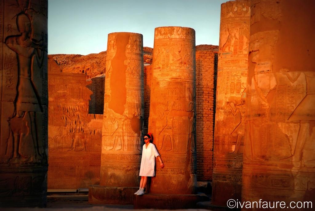 atardecer columnas templo