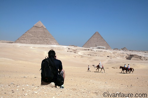 haciendo foto en pirámides