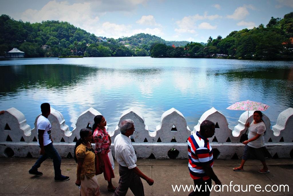 lago en la ciudad de kandy sri lanka