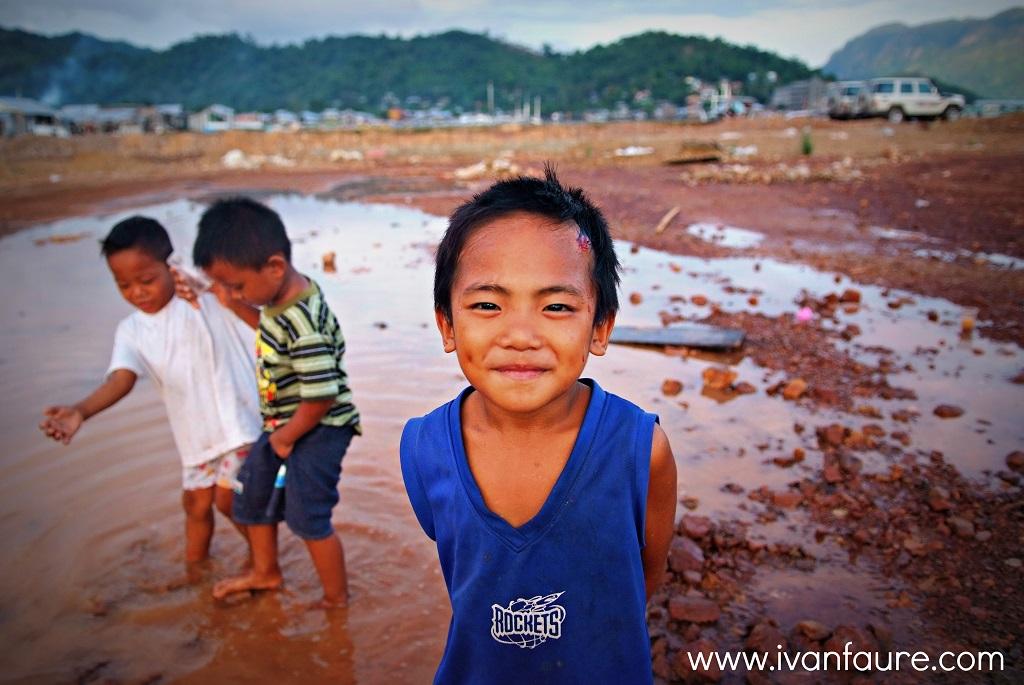 niños en coron palawan filipinas