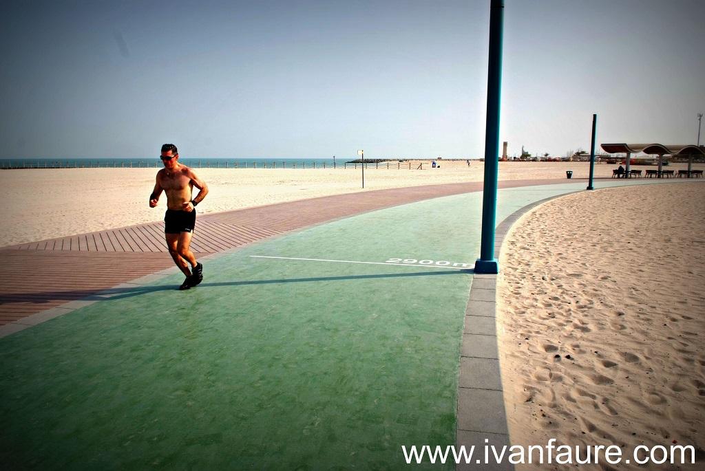 deporte en la playa de dubai