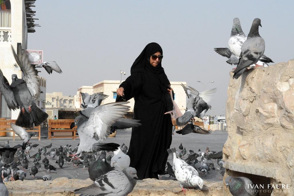 En la plaza del zoco siempre encontrarás gente dando de comer a las palomas